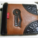 กระเป๋าสตางค์ Levis หนังแท้ ใบสั้น ด้านหน้าแต่งแถบน้ำตาล Le5610