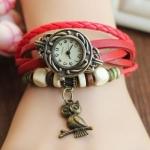 นาฬิกาข้อมือผู้หญิง นาฬิกา สายหนังถัก สไตล์วินเทจ สีแดง ห้อยจี้รูปนกฮูก ของขวัญ น่ารัก ๆ ให้แฟน no 242044