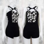 LOT SALE!! Jumpsuit438 จัมพ์สูทขาสั้นผ้าสกินนี่ ซิปหลัง อกลายดอกไม้สีขาวดำ ตัดต่อกางเกงดำ