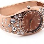 นาฬิกาข้อมือผู้หญิง นาฬิกาข้อมือแบบกำไล สีน้ำตาล ฝัง คริสตัล เพชร เม็ดใหญ่ สลับเล็ก สีน้ำตาล นาฬิกาข้อมือ ออกงาน ใส่กับชุดราตรี 10361