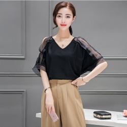 Blouse3495 เสื้อคอวีแขนสามสามส่วนผ่าแต่งซีทรู ผ้าเนื้อดีสีพื้นดำ งานสวยแมทช์กับกระโปรงหรือกางเกงได้หลายแบบ