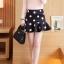 Skirt317 (ไซส์ใหญ่เอว 34 นิ้ว) กระโปรงชายระบายซิปหลังสีดำลายจุดใหญ่ ผ้าเนื้อหนาเรียบสวยมีน้ำหนักไม่ยับง่าย งานน่ารักผ้าเนื้อดี แมทช์กับเสื้อได้หลายแบบ thumbnail 1