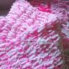 ผ้าพันคอปักลายสีชมพู