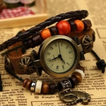 นาฬิกาข้อมือ สายหนังวัวแท้ นาฬิกาข้อมือผู้หญิง สไตล์วินเทจ งาน Hand Made เก๋ ๆ Diy แนวเซอร์ ๆ ห้อย ตุ้งติ้ง รูปเท้า สำหรับนักเดินทาง 900687