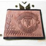 กระเป๋าสตางค์ทีมฟุตบอล Manchester U หนังกลับสีน้ำตาลอิฐ M001
