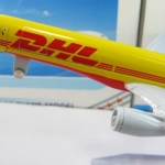 โมเดลเครื่องบิน DHL B757-200 , DHL-SINOTRANS ขนาด 16cm สีเหลือง เครื่องบิน ขนาดเล็ก สำหรับนักสะสม ตัวยง no 216367