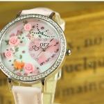 นาฬิกาข้อมือผู้หญิง diy นาฬิกาข้อมือ 3 มิติ ติด ดอกกุหลาบ ด้านใน และ รูปหัวใจฝังเพชร คริสตัล สุดสวย ของขวัญแทนใจให้แฟน สีชมพู หวาน ๆ 319181
