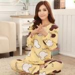 ชุดนอน แบบ เสื้อกางเกง เสื้อนอนแขนยาว คอกลม ลายมิกกี้ สีเหลือง พร้อมกางเกงเข้าชุด ชุดนอน แบบวัยรุ่น คุณหนู ชุดนอนผู้หญิง 130333_1