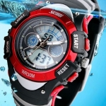 นาฬิกาข้อมือ กันน้ำ แบบ sport สำหรับเด็ก กันน้ำ 30m หน้าจอ เป็นได้ทั้งระบบ analog และ digital มี สีส้ม สีดำ สีน้ำเงิน แดง เขียว no 622550