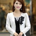 เสื้อสูทผู้หญิง แขนยาว แบบพอดีเอว เสื้อสูท สีขาว ไหล่พอง กระดุมหน้า ติดดอกไม้ สีดำ บริเวณคอเสื้อ เสื้อคลุม เสื้อ jacket แบบทางการ 785152_1