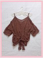 blouse1961  เสื้อแฟชั่นไซส์ใหญ่แขนสามส่วนเปิดไหล่ ผูกชาย ผ้าชีฟองโปร่งสีน้ำตาลลายจุดดำ