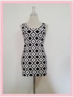 dress2087 เดรสแฟชั่นงานแพลตตินั่มผ้ายืดเนื้อดี แขนกุด ลายข้าวหลามตัดจุดใหญ่โทนสีขาวดำ ราคาปลีก : 160 บาท