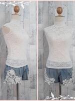 blouse2809 เสื้อแฟชั่นเข้ารูปคอจีน ผ้าลูกไม้ยืดเนื้อนิ่มสีขาว มีซับใน ราคาปลีก : 180 บาท
