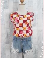blouse2143 เสื้อแฟชั่นน่ารัก แขนกุด เอวจัมพ์ ผ้าชีฟองเนื้อหนาลายสี่เหลี่ยมดอกไม้โทนสีเลือดหมูขาว ราคาปลีก : 150 บาท