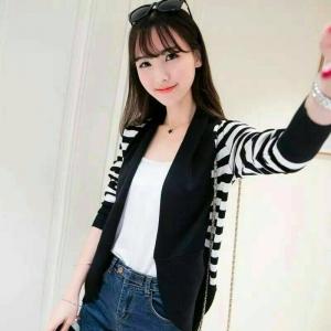 blouse3450 งานนำเข้าสไตล์เกาหลี เสื้อคลุมไหมพรมเนื้อแน่นสวย ผ้านุ่ม ใส่สบาย ลายริ้วสีขาวดำ ขนาด Free Size
