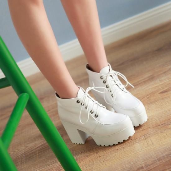 Boots รองเท้าบูท หนังแต่งเชือกสีขาวน่ารัก ด้านในเป็นกำมะหยี่ งานดีเหมือนแบบค่ะ แถมที่รองเท้าขนแกะนุ่มๆด้วยน้าาา