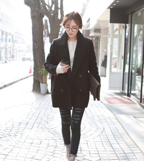 CLASSIC BLACK COAT เนื้อผ้าไม่หนามาก เหมาะกับไปเที่ยวช่วงนี้จ้า ผ้าสำลีผสมสักกะหลาด บุซับใน [ เสื้อโค้ท กันหนาว สีดำ ] พร้อมส่ง