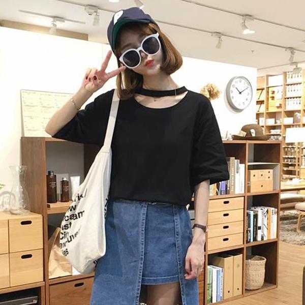 เสื้อแฟชั่น สีดำ แต่งคอ สไตล์เกาหลีใส่ออกมาแล้วแนวมากจ้า พร้อมส่งน้า