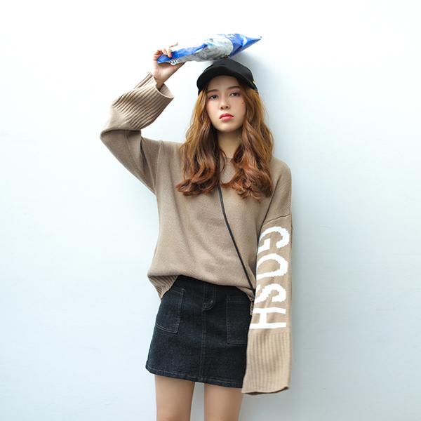 เสื้อไหมพรมตัวโคล่ง สีน้ำตาล ไหมพรมเนื้อนิ่ม ไม่หนามาก ยืดได้เยอะ ใครชอบแนวสาวเกาหลี พลาดไม่ได้จ้า