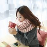 ผ้าพันคอกันหนาว ไหมพรม เกาหลี สีขาวแซมแดง น่ารักสดใส พร้อมส่ง