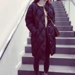 เสื้อโค้ทกันหนาว ตัวยาว สีดำ ปักลายตาราง ผ้าร่ม ผ้าร่มบุนวม เนื้อเงา กระดุมหน้า