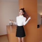 สีขาว : เสื้อสเวตเตอร์ ไหมพรมคอเต่าพับได้ ผ้าร่อง ยืดได้เยอะ หุ้มถึงมือ พร้อมส่ง