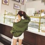 เสื้อคลุมสไตล์เกาหลี สีเขียวทหาร ทรงสวย ผ้าเนื้อด้านคล้ายกำมะหยี่ บุซับในเนื้อนุ่ม แต่กระเป๋าหลอกด้านหน้า ใส่คลุมกำลังดี เท่ๆ