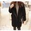 เสื้อกันหนาว สีดำ เนื้อผ้าคล้ายๆหนังกลับ+กำมะหยี่ แต่งขนแกะด้านใน ดูดี อุ่นนนน แบบเก๋สุดๆ พร้อมส่งเลยจ้า thumbnail 4