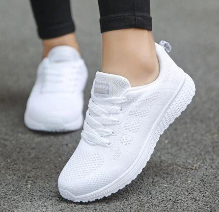 ผลการค้นหารูปภาพสำหรับ รองเท้าผ้าใบสีขาว